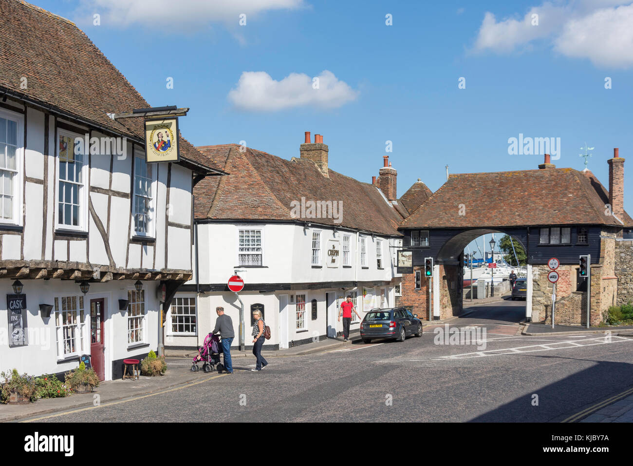 15th Century The Admiral Owen Pub and The Crispen Inn, High Street, Sandwich, Kent, England, United Kingdom - Stock Image