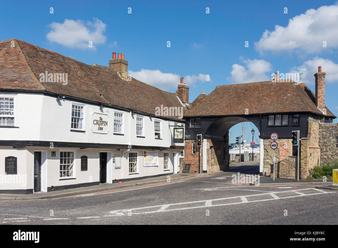 15th Century The Admiral Owen Pub and The Barbican, High Street, Sandwich, Kent, England, United Kingdom - Stock Image