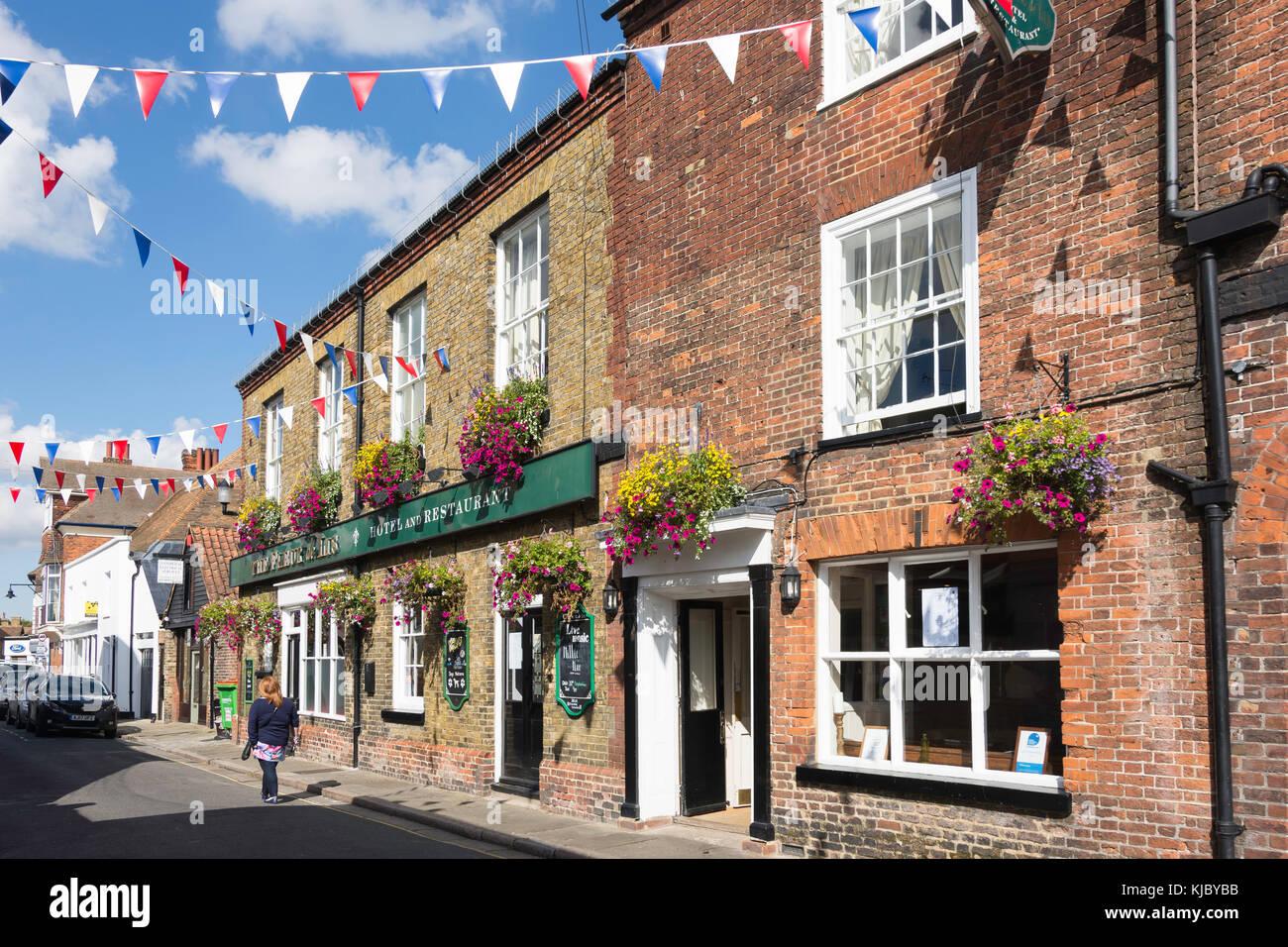 The Fleur de Lis Pub, Delf Street, Sandwich, Kent, England, United Kingdom - Stock Image