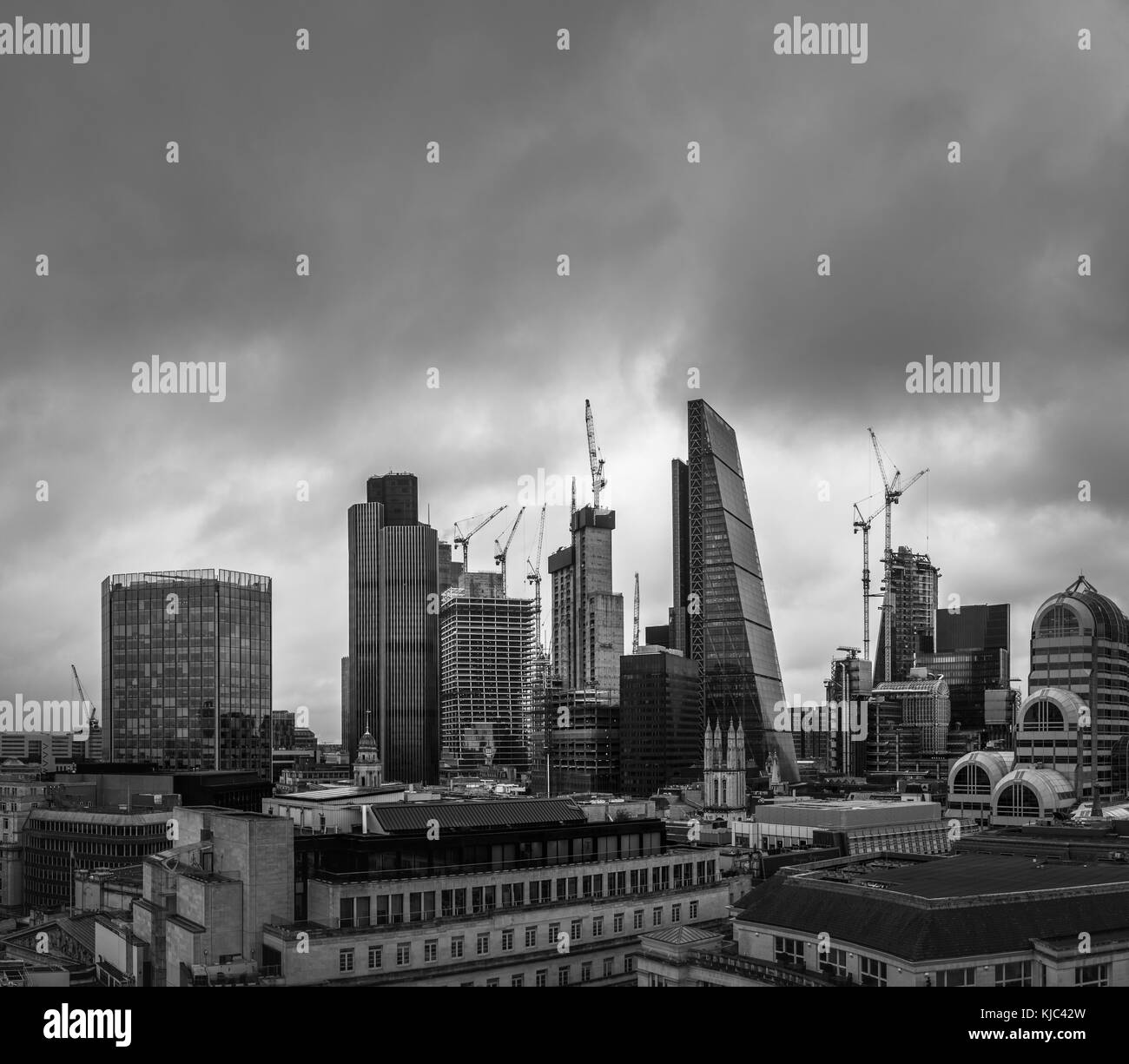 City of London, London, UK, 26th October 2017.  Dark clouds gather over iconic modern buildings on the skyline of - Stock Image