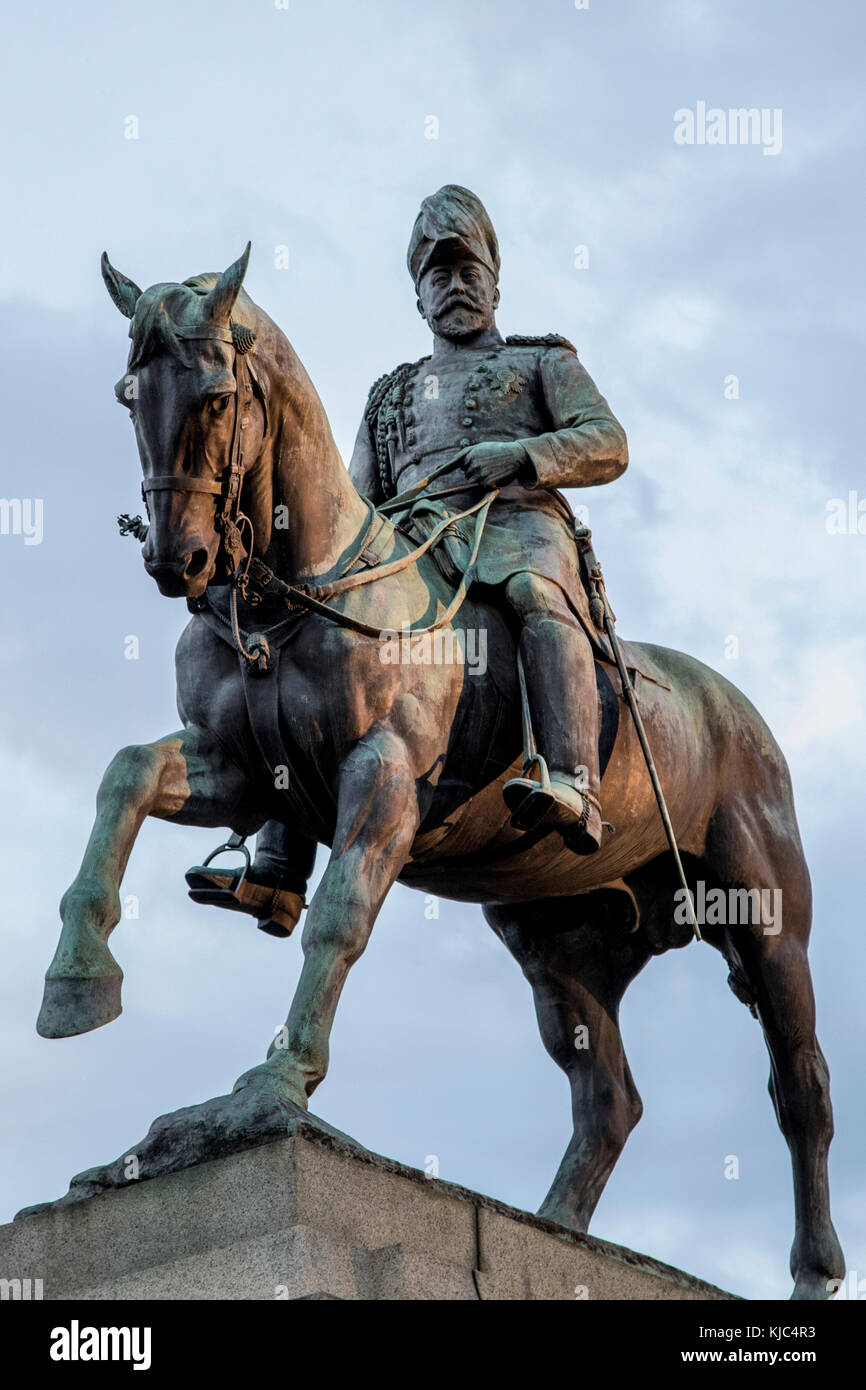 Soldier statue mounted on horse, shrine of remembrance - Stock Image