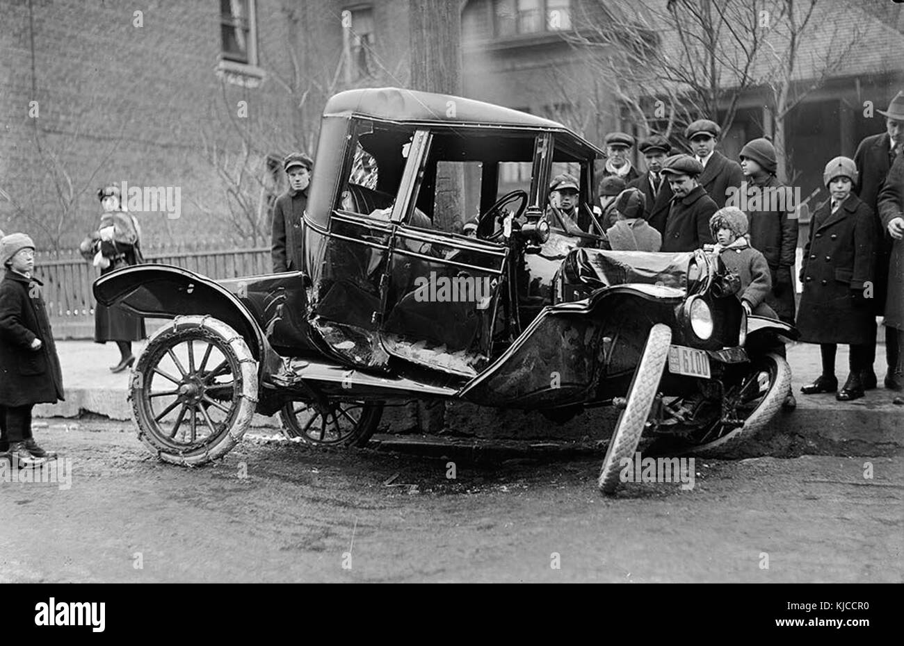 Auto accident on Bloor Street West in 1918 - Stock Image