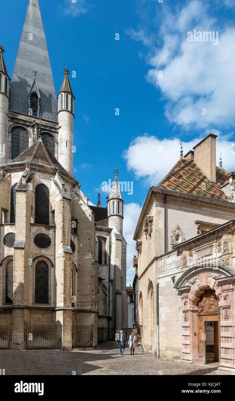 Rear of the Church of Notre-Dame de Dijon (Eglise Notre-Dame) and the Hotel de Vogue, Rue de la Chouette, Dijon, Cote-d'Or, Burgundy, France Stock Photo