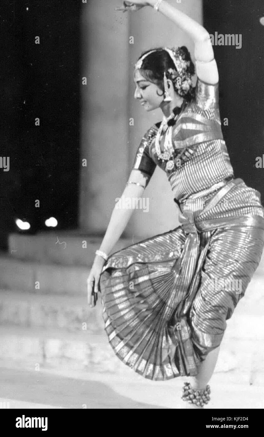Bharatanatyam Black And White Stock Photos Images Alamy
