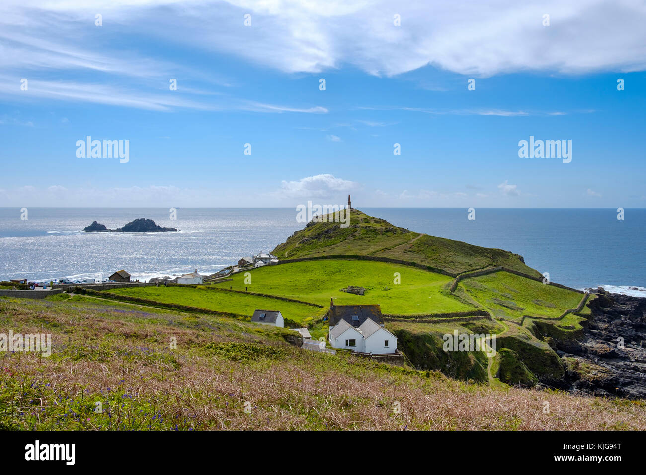 Cape Cornwall, hinten die Inseln The Brisons,  bei St Just in Penwith, Cornwall, England, Großbritannien Stock Photo