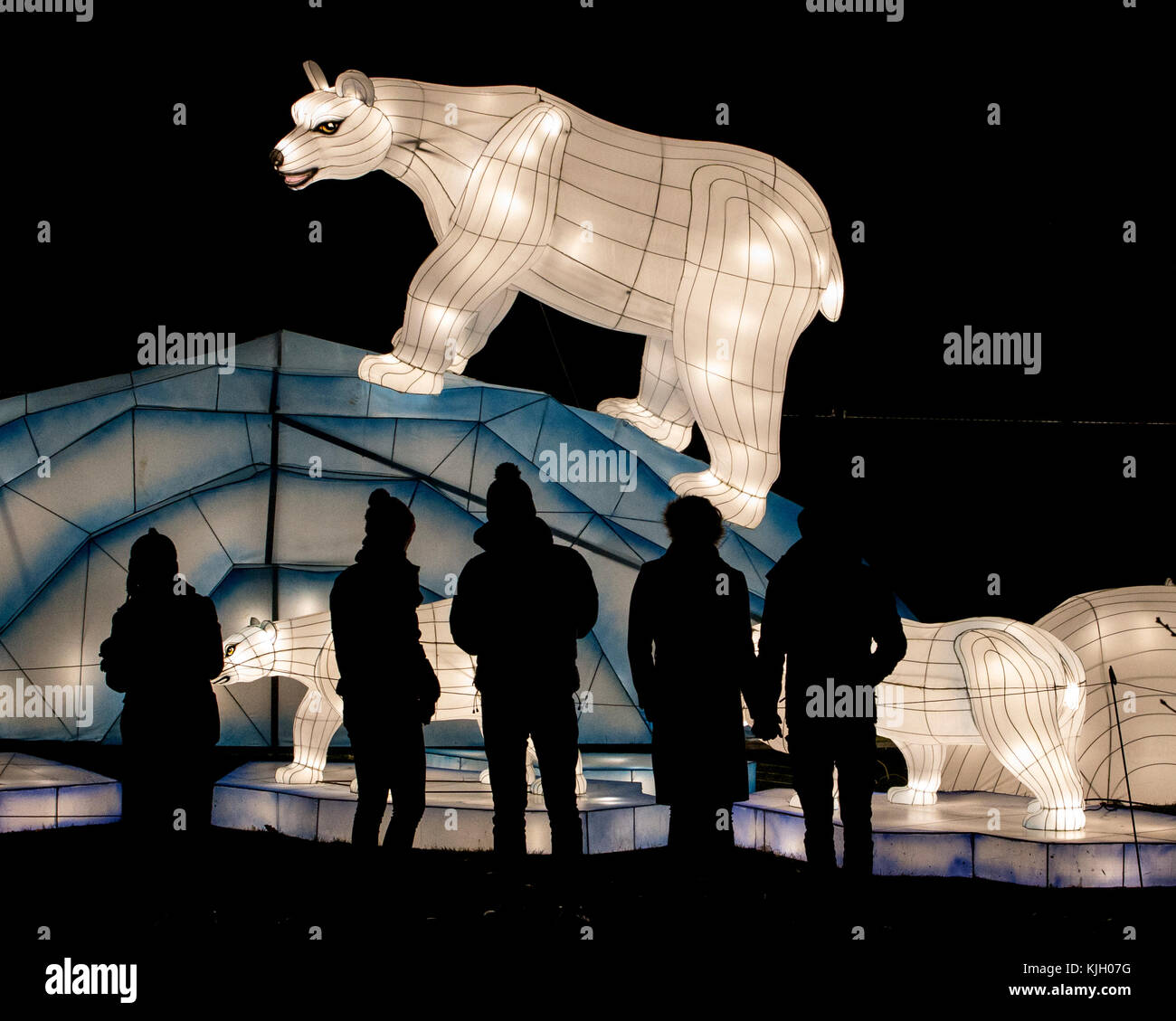 Leeds, UK. 23rd Nov, 2017. The Magic Lantern Festival delighted hundreds of visitors and guests as they switched - Stock Image