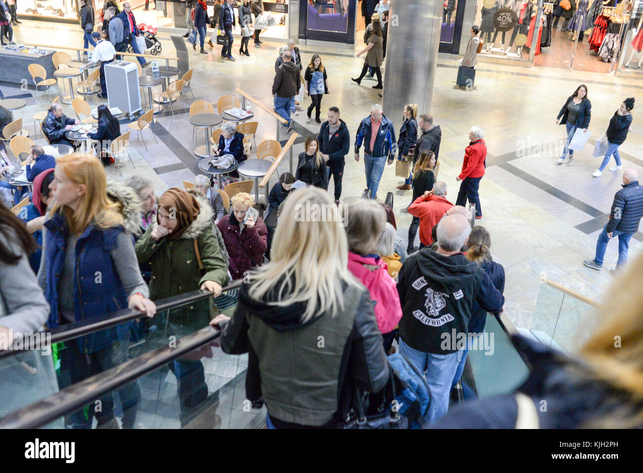 Westquay shopping centre, Southampton, Hampshire, UK. 24th Nov, 2017. Shoppers in the prestigious south coast retail Stock Photo