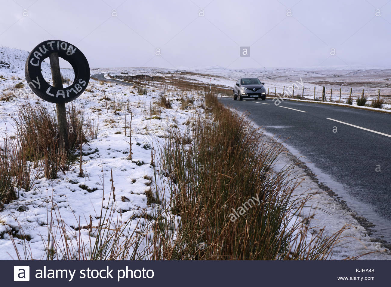 B6276 Middleton-in-Teesdale to Brough Road, Co Durham, UK. 25th Nov, 2017. An overnight snowfall on the B6276 gives - Stock Image
