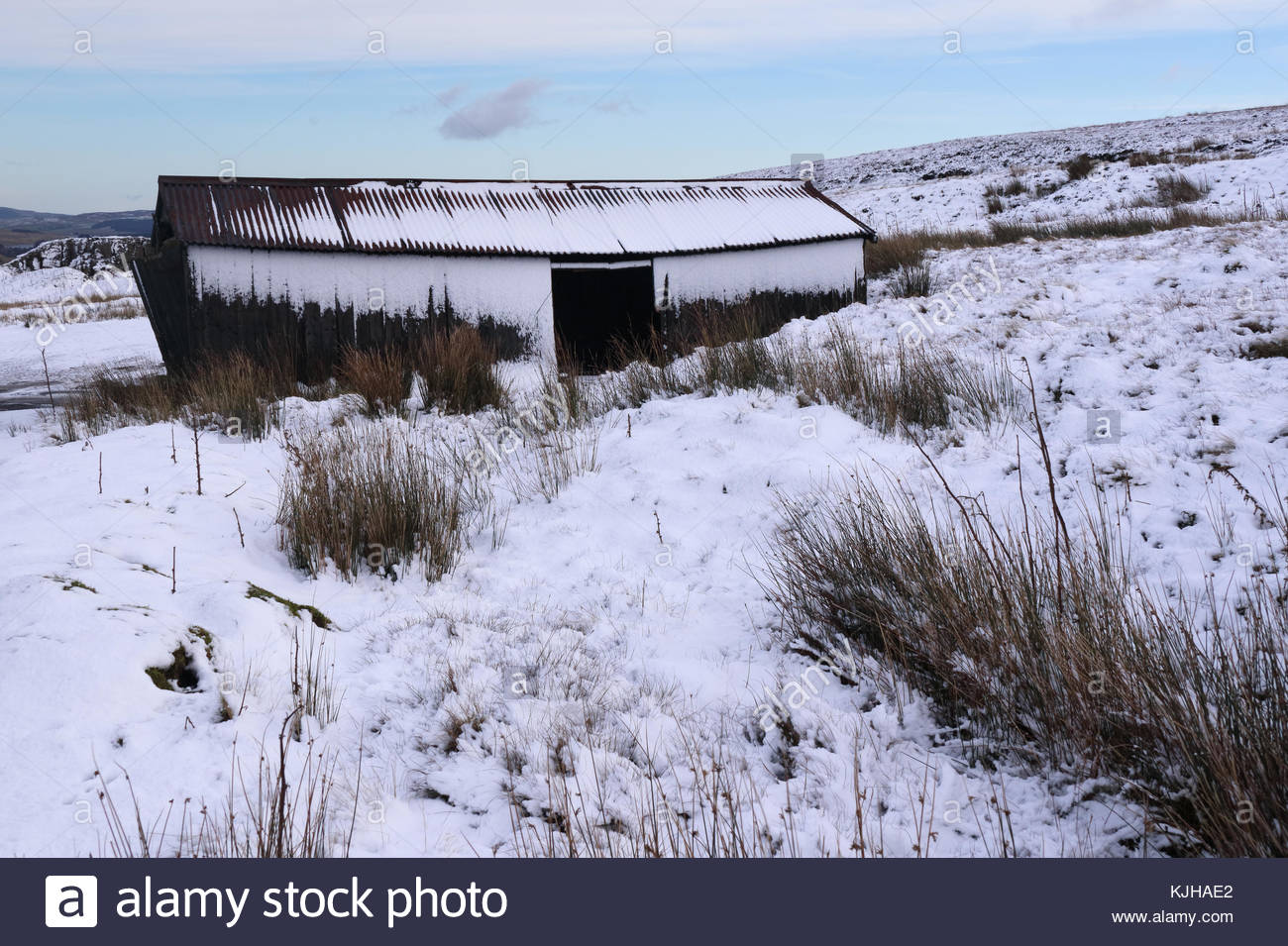 B6276 Middleton-in-Teesdale to Brough Road, Co Durham, UK. 25th Nov, 2017. Overnight snow on Wemmergill Moor is - Stock Image
