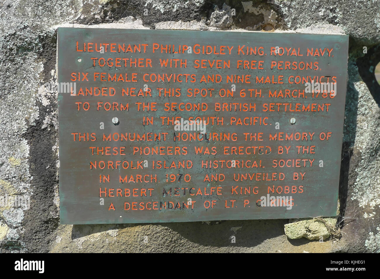 Plaque recording Lieutenant Philip Gidley King and 22 settlers (including 9 male and 6 female convicts) - Stock Image