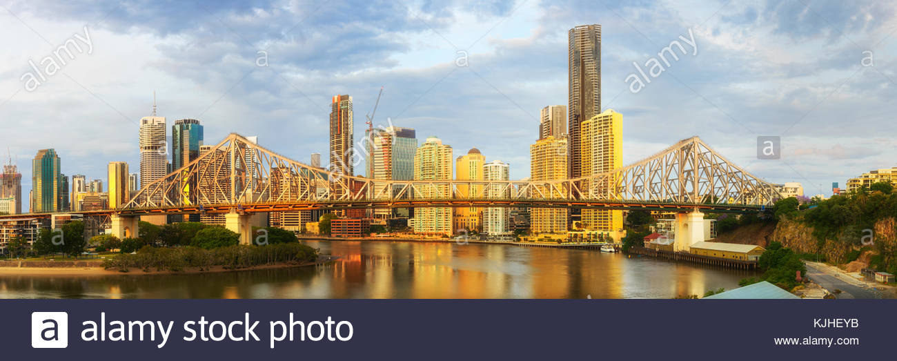 Panorama of the Story Bridge and Brisbane City from Wilsons Outlook Reserve at sunrise - Stock Image