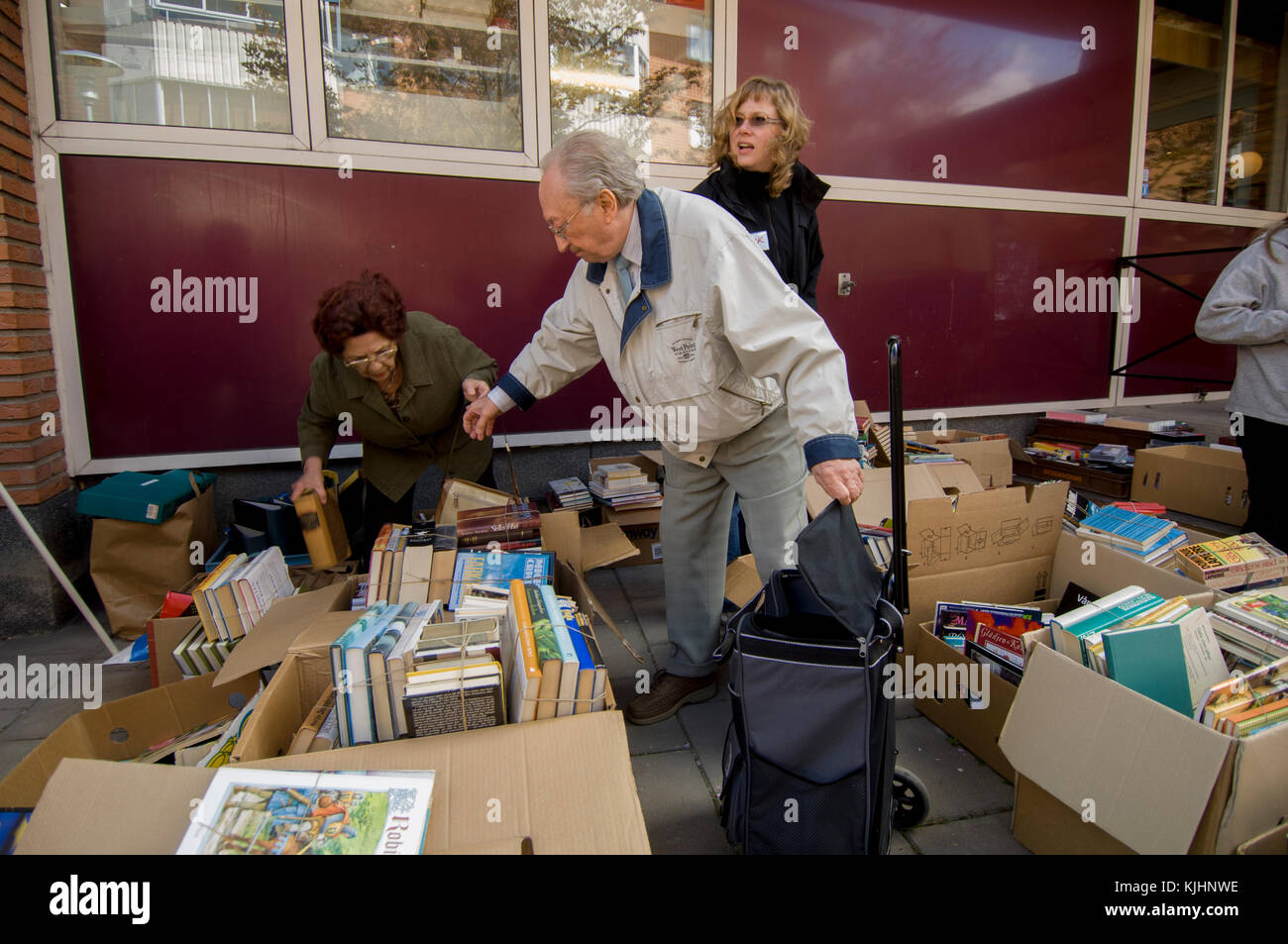 People find out in a flea market, Upplands Väsby, Sweden. - Stock Image
