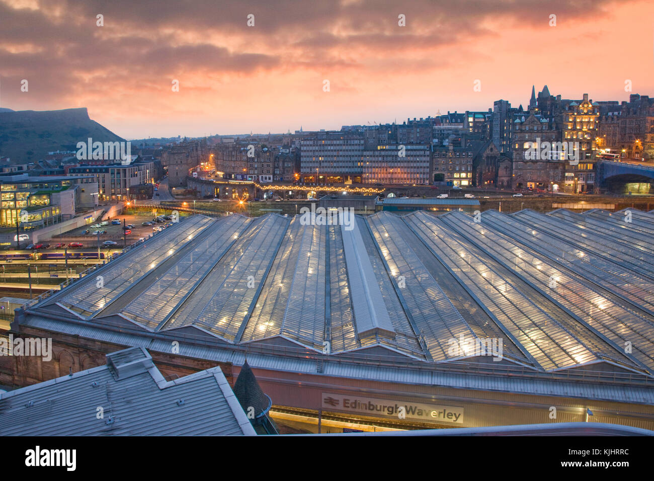 Dawn over Edinburgh's Waverley Station, City of Edinburgh, Lothian - Stock Image
