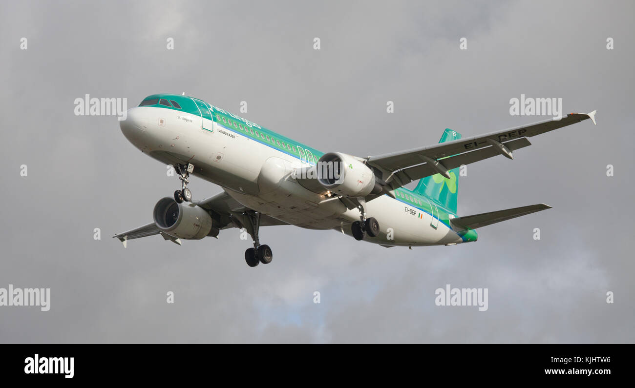 Aer Lingus Airbus a320 EI-DEP coming into land at London Heathrow Airport LHR - Stock Image