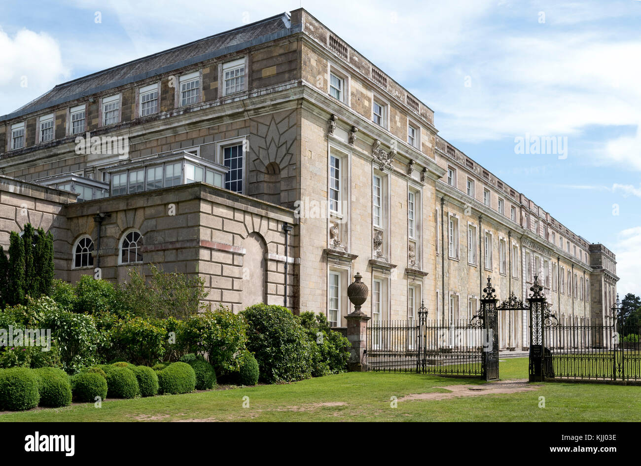 PETWORTH HOUSE (1688)          PETWORTH           WEST SUSSEX    UNITED KINGDOM - Stock Image
