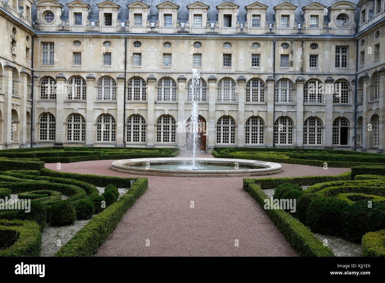 Val de Grace. Cloister garden. France. - Stock Image