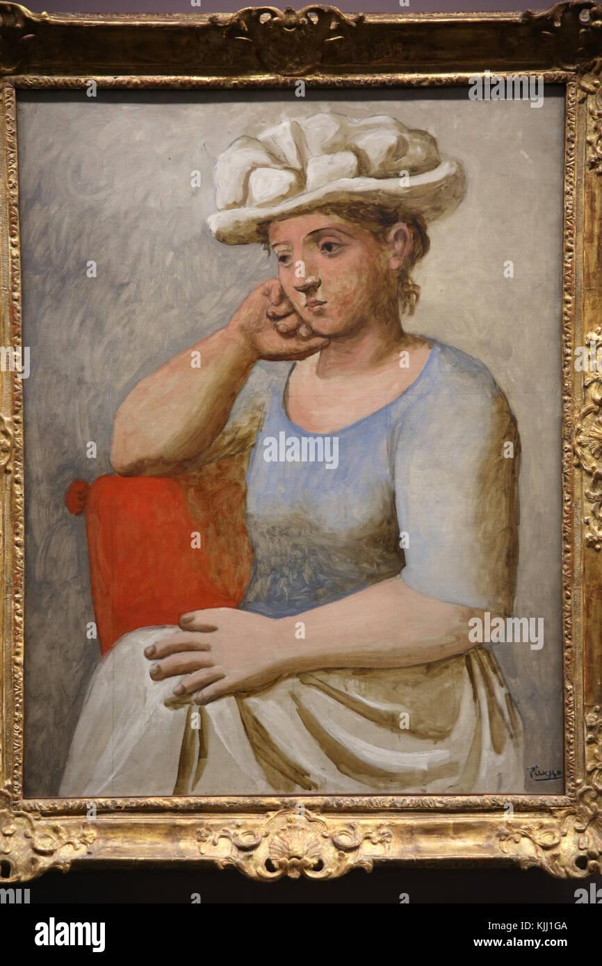 MusŽe de l'Orangerie, Paris. Pablo Picasso, Femme au chapeau blanc, 1920-1921. Huile sur toile. France. - Stock Image