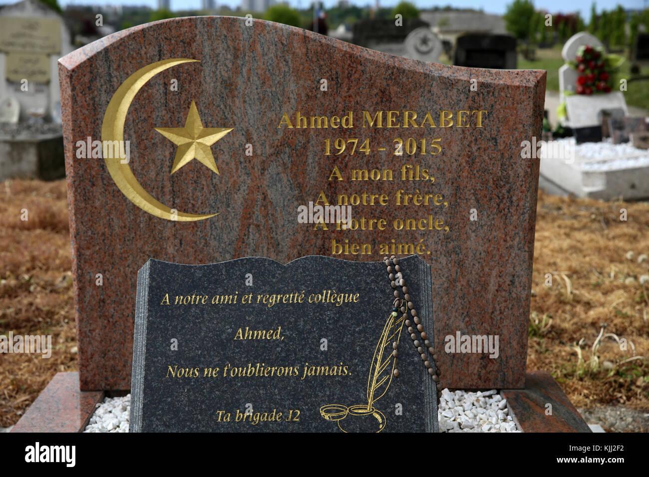 Muslim graveyard in Bobigny, France. Ahmet Merabet's grave (first victim of the Charlie Hebdo killings). - Stock Image