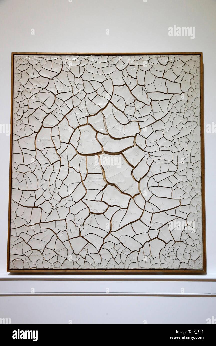Museum of Modern Art, Rome. Alberto Burri. Cretto G1. 1975.  Cette image n'est pas tombŽe dans le domaine public. - Stock Image