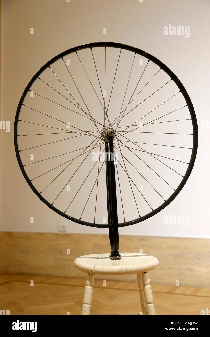 Museum of Modern Art, Rome. Marcel Duchamp. Roue de bicyclette 1964 (dal originale del 1913).  Cette image n'est - Stock Image
