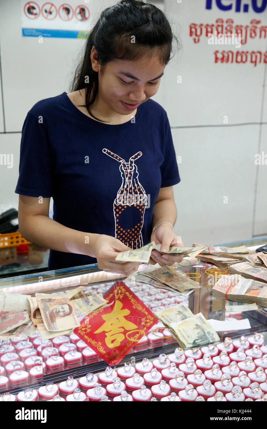 Jeweller at Battambang market. Cambodia. - Stock Image