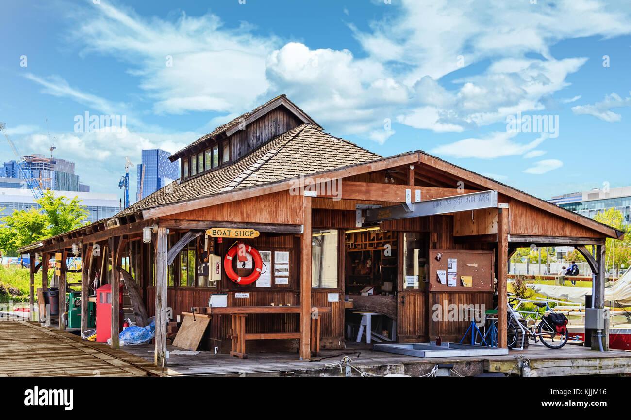 Boat Shop in Harbor of lake in Seattle - Stock Image