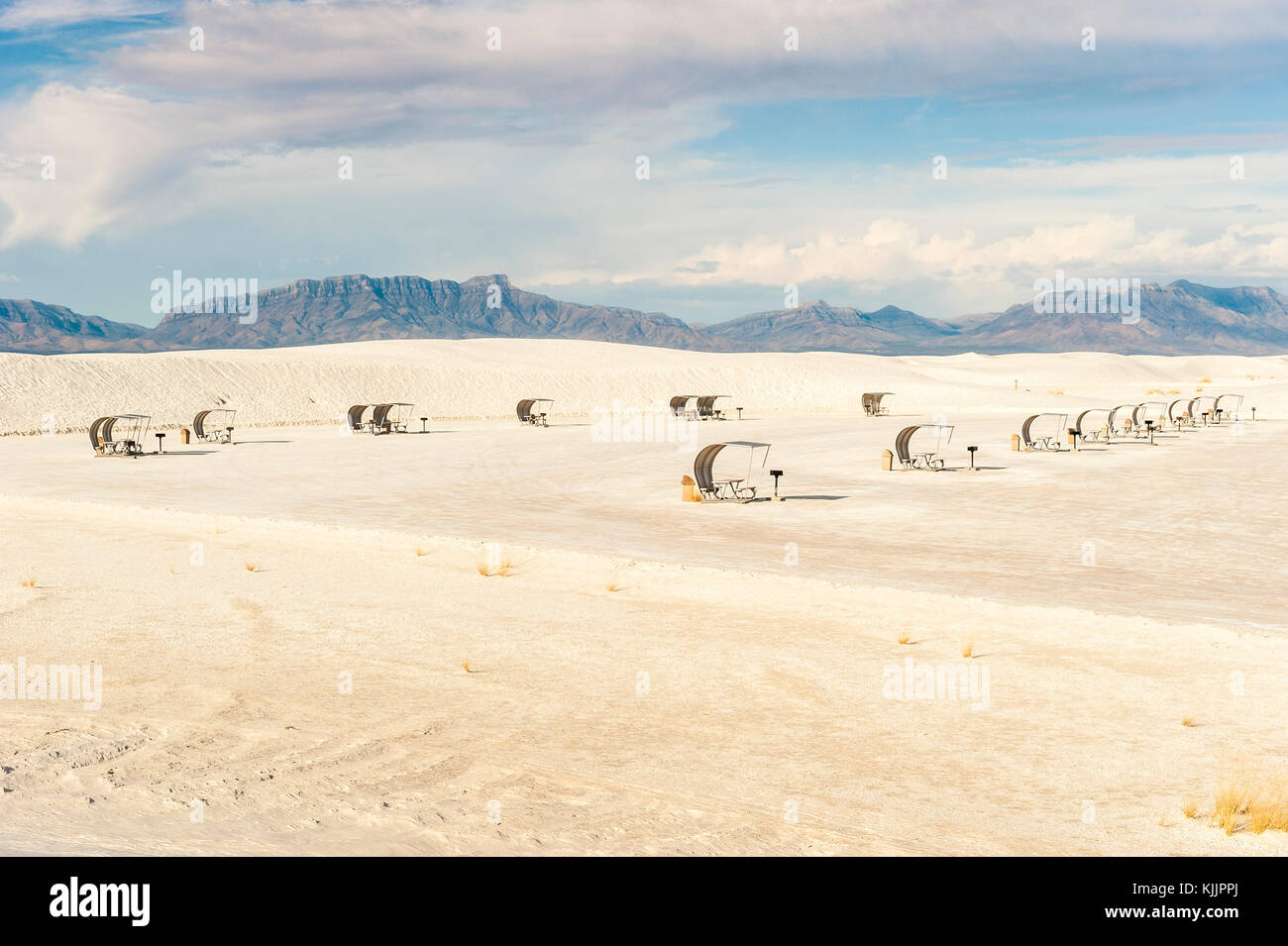 White Sands National Monument, view of empty parking space with picnic kiosks, mountain range in background, Alamogordo, - Stock Image