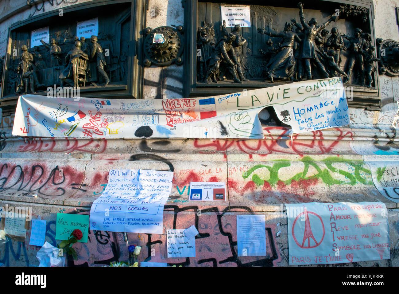 Rassemblement au pied de la statue de la RŽépublique après les attentats du 13.11.2015. France. France. Stock Photo