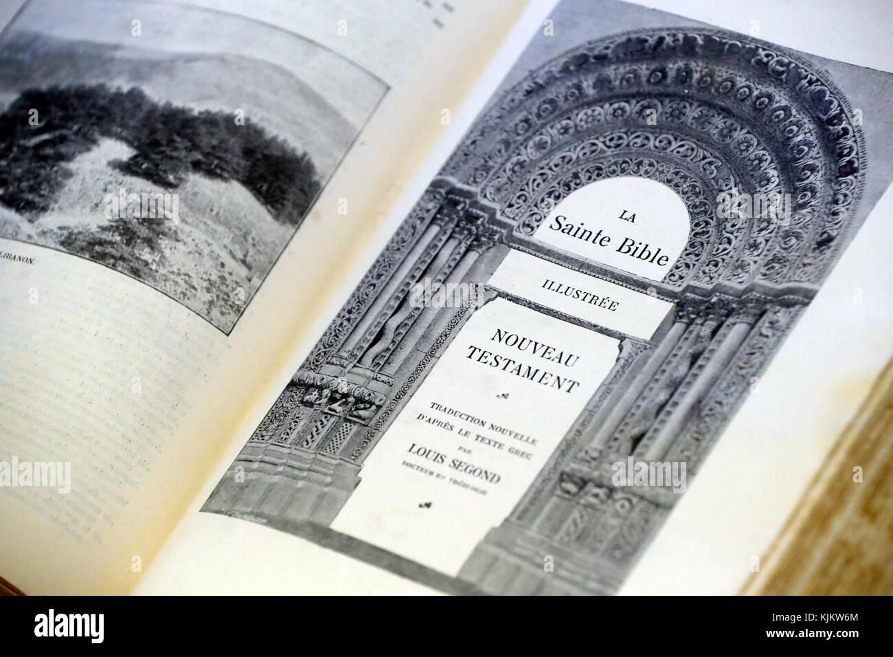 Eglise Protestante EvangŽlique Libre de Cluses.  Bible ancienne. France.  Protestant church. Old Holy Bible.  Cluses. - Stock Image
