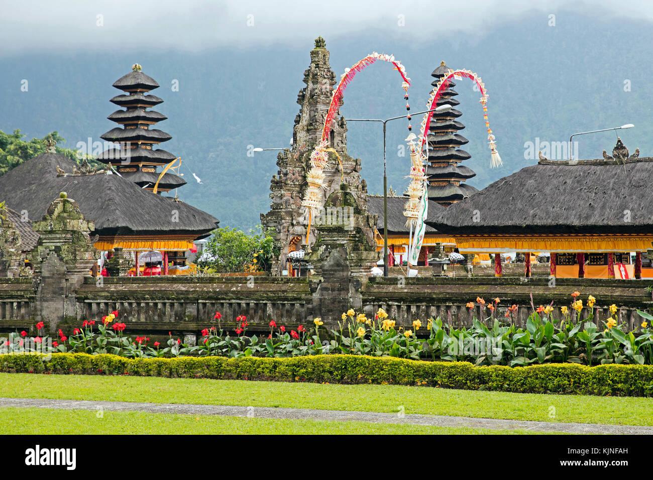 Pura Ulun Danu Beratan / Pura Bratan, Shaivite water temple on the shores of Lake Bratan near Bedugul, Bali, Indonesia - Stock Image