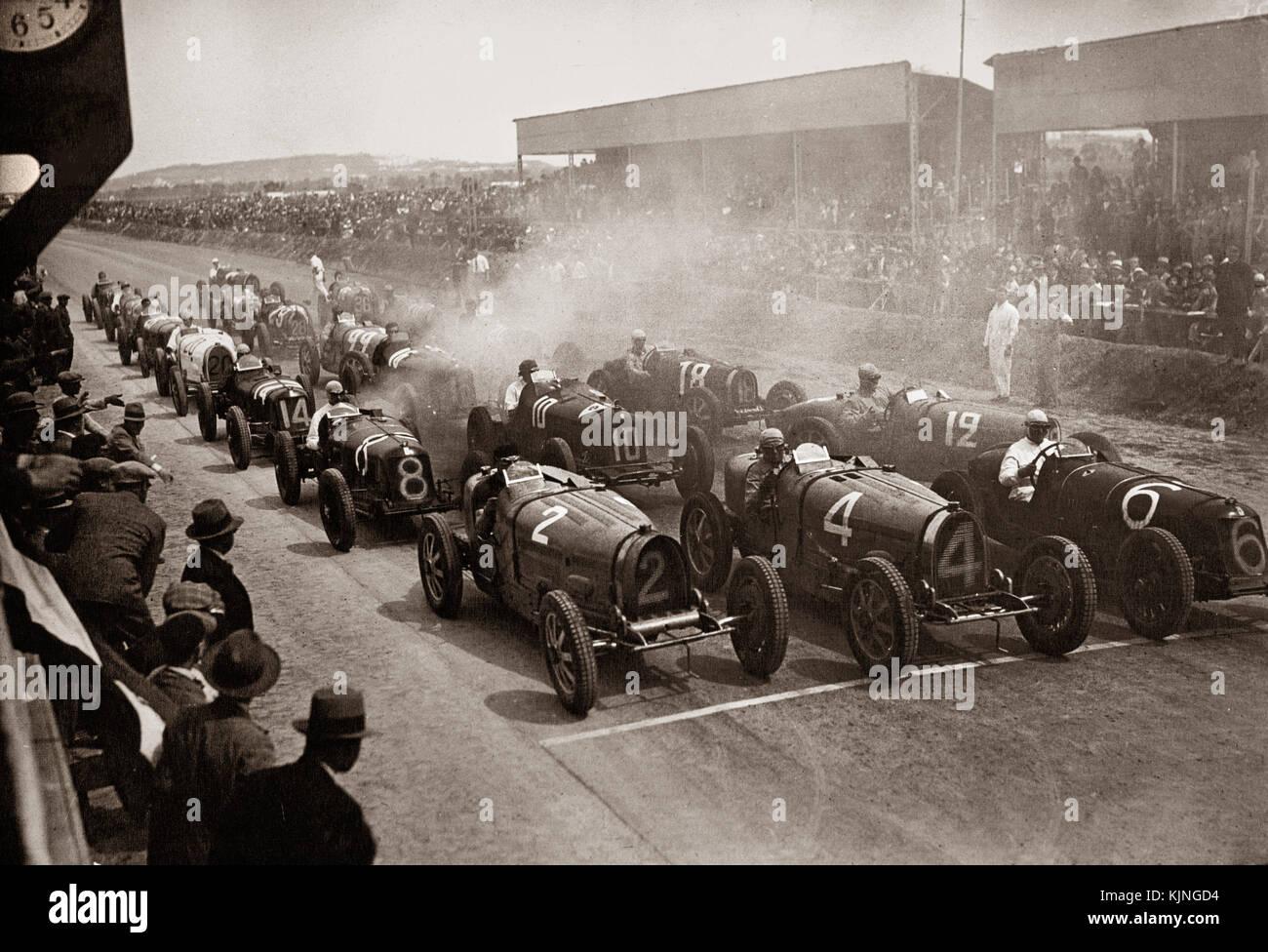 GRAND PRIX 1932 CARTHAGE TUNIS Historic motor racing grid start at the 1932 Tunis Grand Prix B&W archive image - Stock Image
