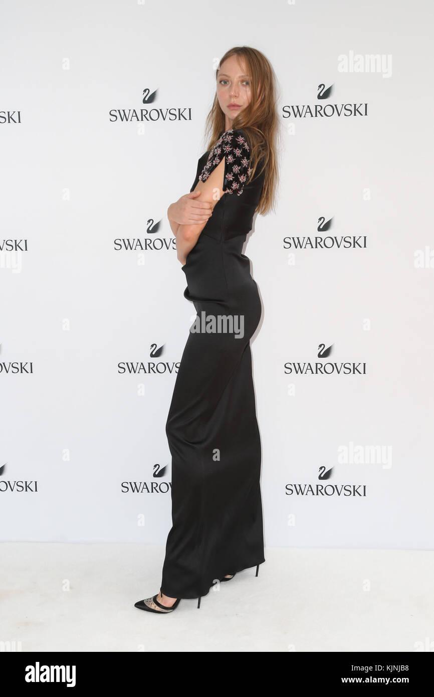 Fashion style Vorst van de louise launch label for lady