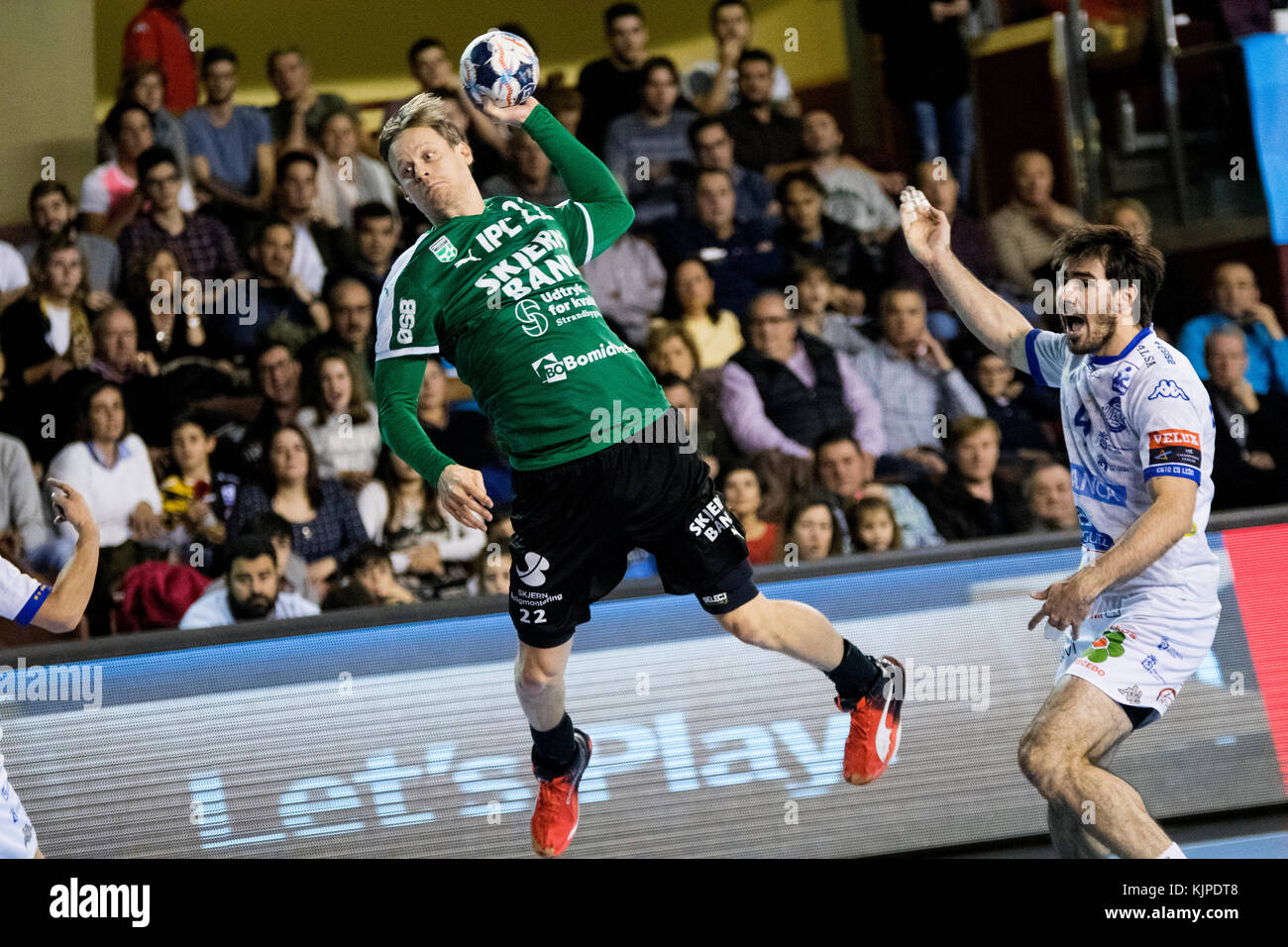 Leon, Spain. 25th November, 2017. Rasmusen R. (Skjern Handbold) in action during the handball match of 2017/2018 - Stock Image