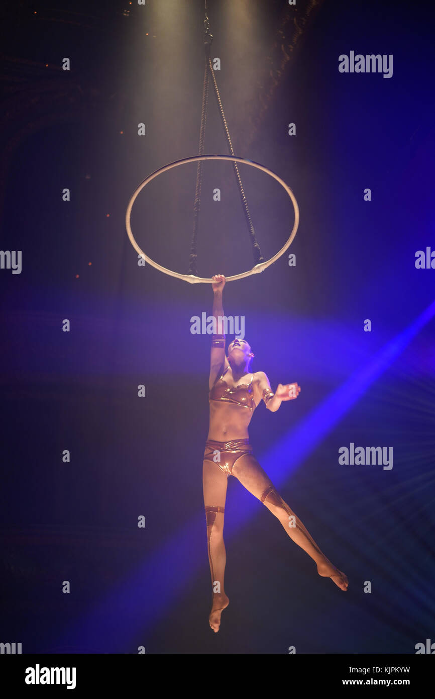 London, UK. 27th Nov, 2017. Lea Hinz, on arial hoop, part of La Soiree, Olivier award-winning play, returns to London - Stock Image