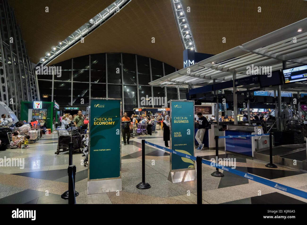 Ticket line airport stock photos ticket line airport - Singapore airlines kuala lumpur office ...