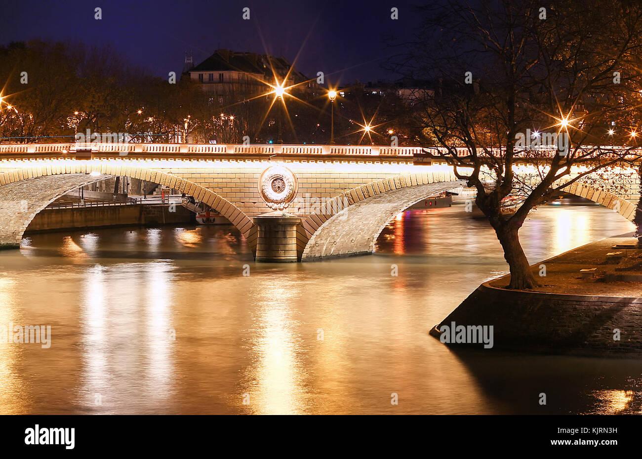 The pont Louis-Philippe is a bridge across the river Seine in Paris. It links the Quai de Bourbon on the Ile Saint - Stock Image
