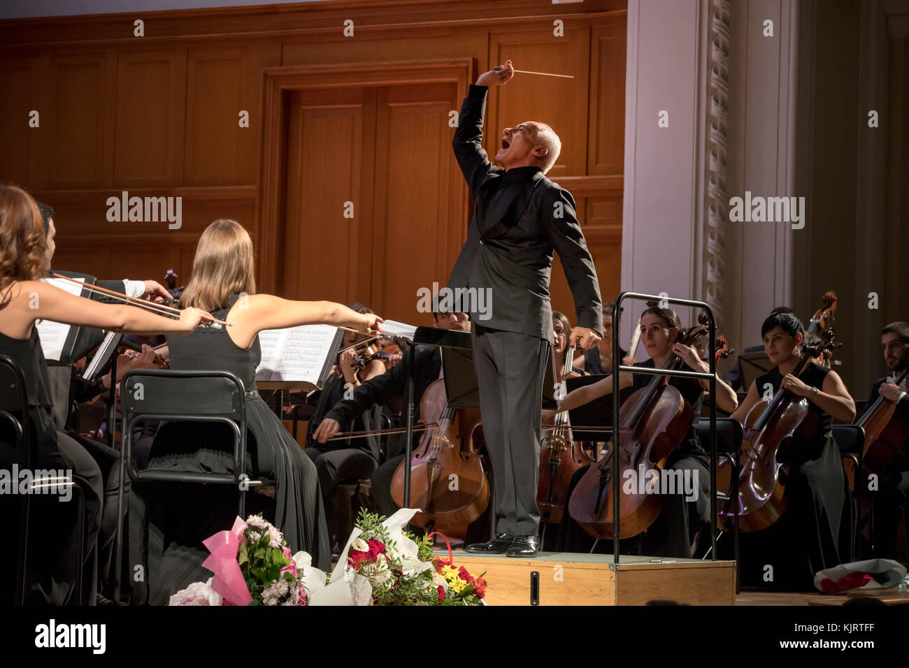 Vladimir Spivakov conducts the State Youth Orchestra of Armenia in the Great Hall of Moscow Conservatory, Russia - Stock Image