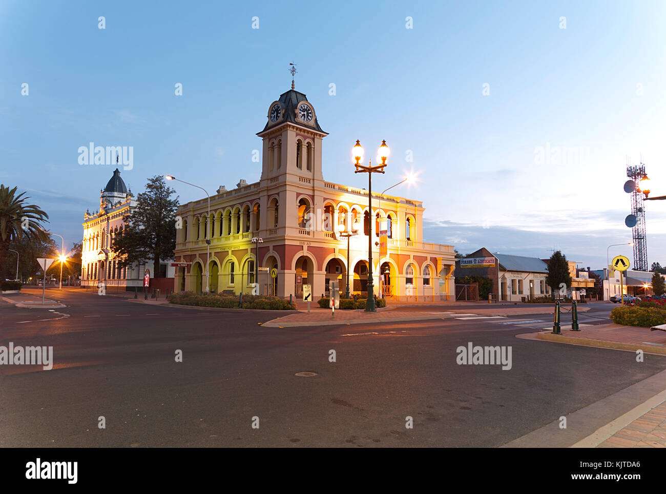 The Post Office completed in 1881 and designed by the NSW Colonial Architect's Office under James Barnet. Forbes - Stock Image