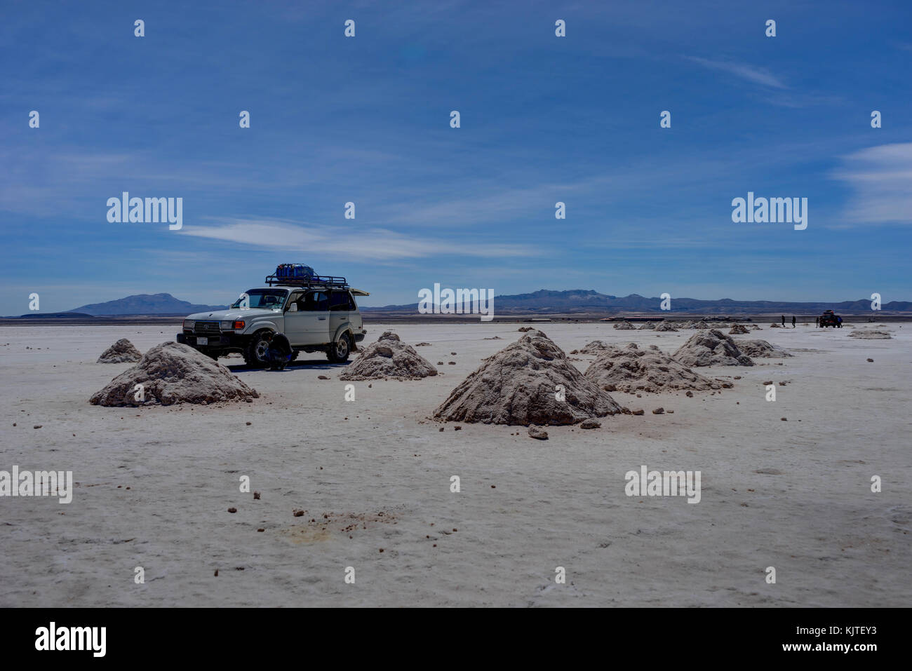 Photo taken in August 2017 in Uyuni Bolivia, South America: Jeep Tour Salt Flats in Salar de Uyuni Desert Bolivia. - Stock Image
