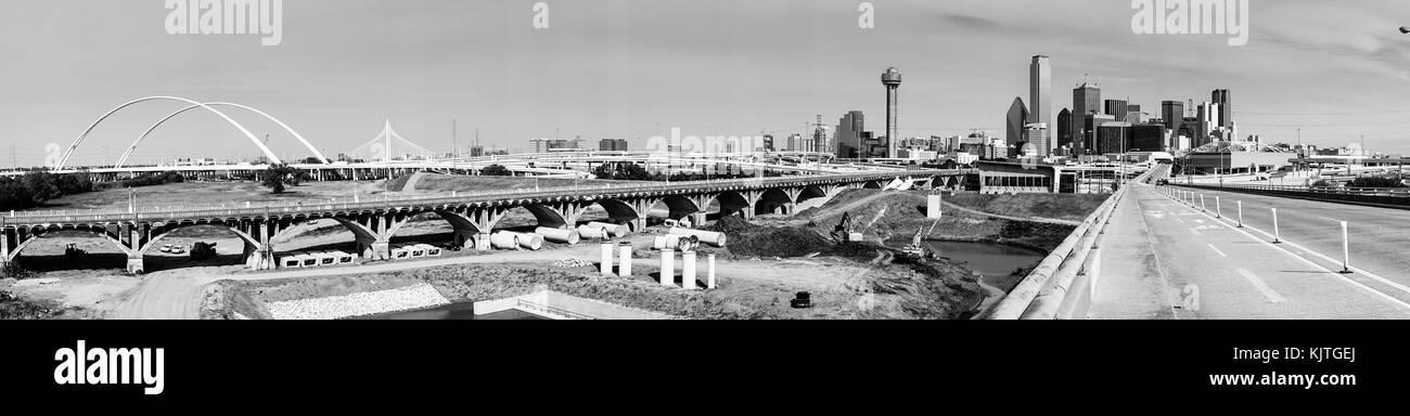 A classic black and white long panoramic of the bridges and architecture of Dallas Texas - Stock Image