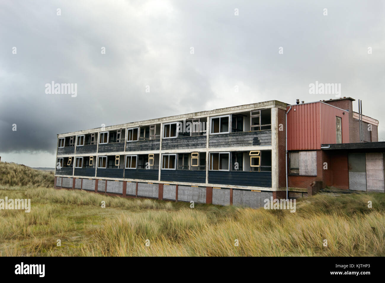 Old abandoned hotel in the dunes - Stock Image