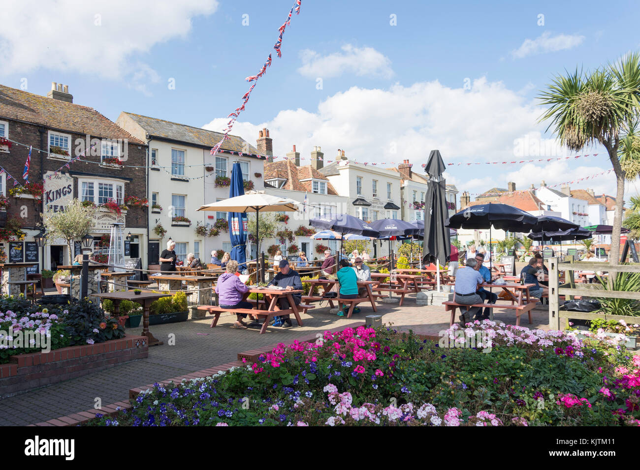 King's Head garden terrace, Beach Street, Deal, Kent, England, United Kingdom - Stock Image