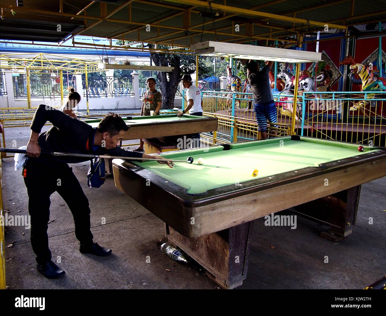 ANTIPOLO CITY, PHILIPPINES - NOVEMBER 25, 2017: A man plays billards at a public park. - Stock Image