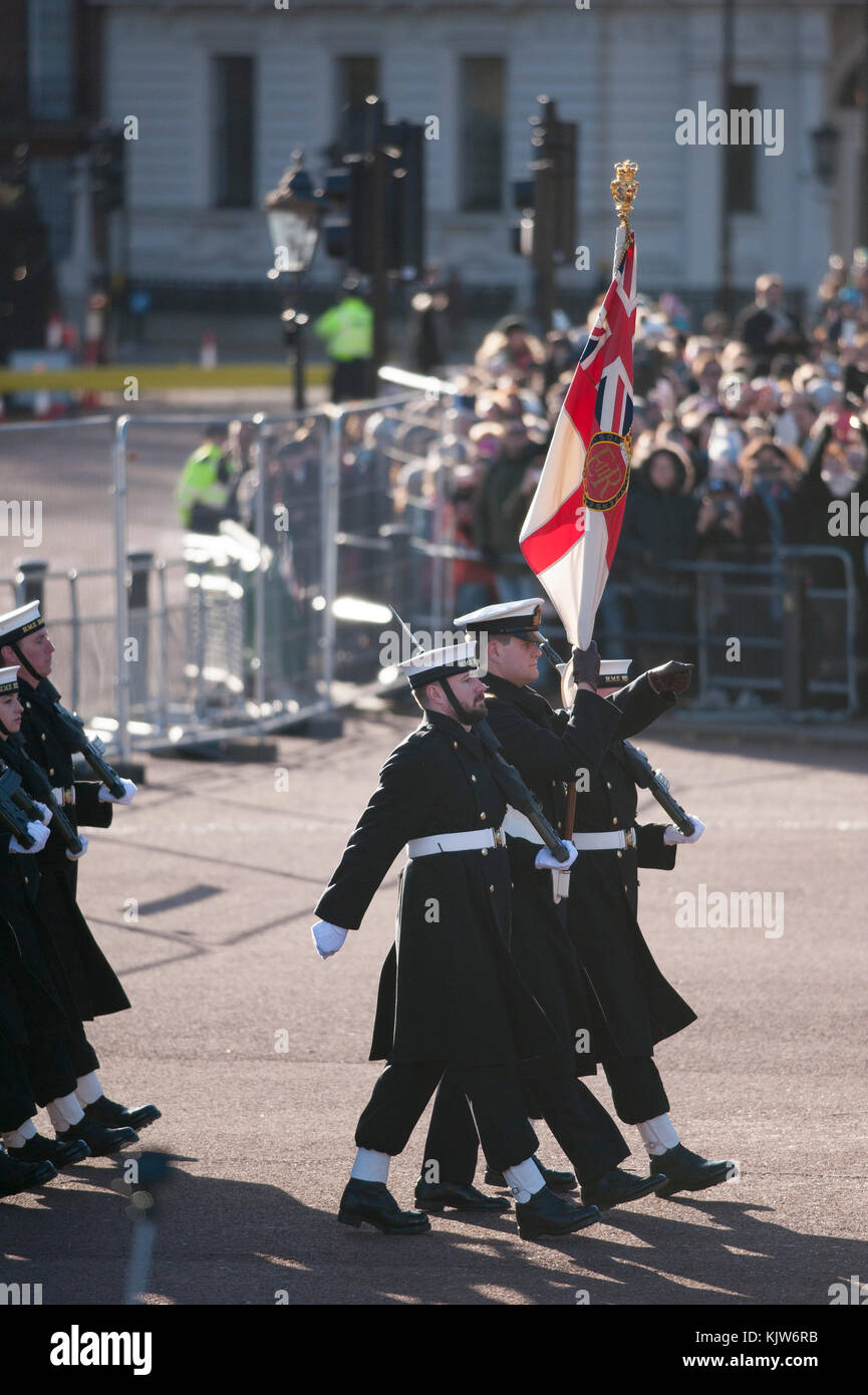 Buckingham Palace, London, UK. 26 November, 2017. In a historic first the Royal Navy form the Queen's Guard at Buckingham - Stock Image