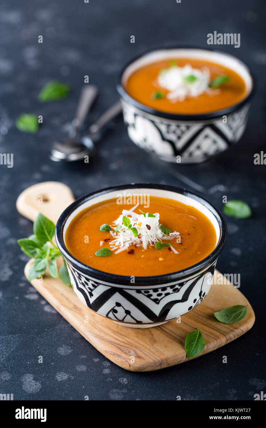 Oriental black and white bowls filled with pureed tomato soup - Stock Image