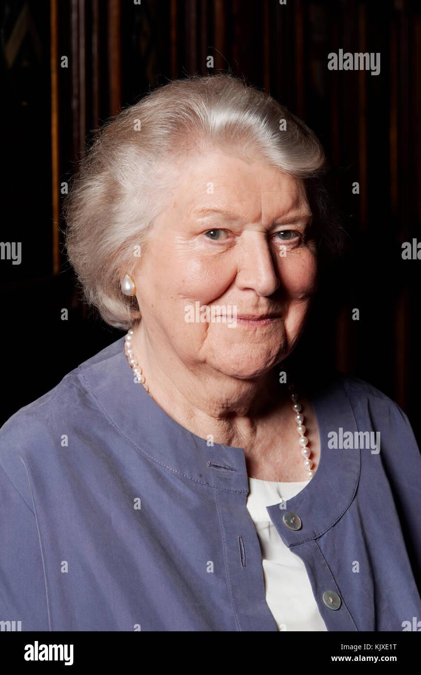 Watch Patricia Routledge (born 1929) video