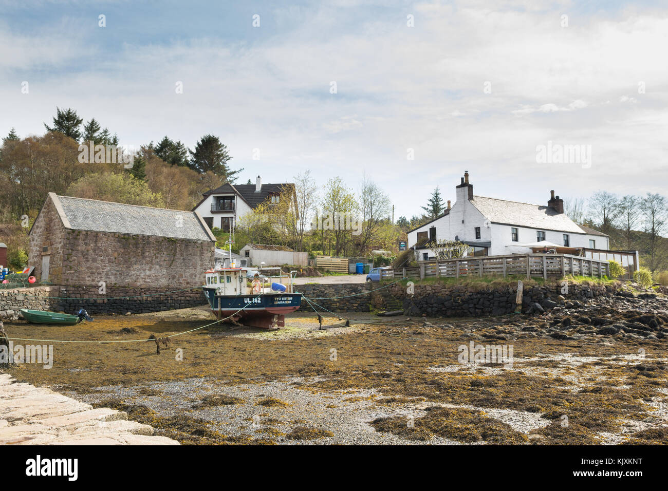 Badachro Inn and jetty at low tide, Badachro, Gairloch, Ross-shire, Scotland, UK - Stock Image