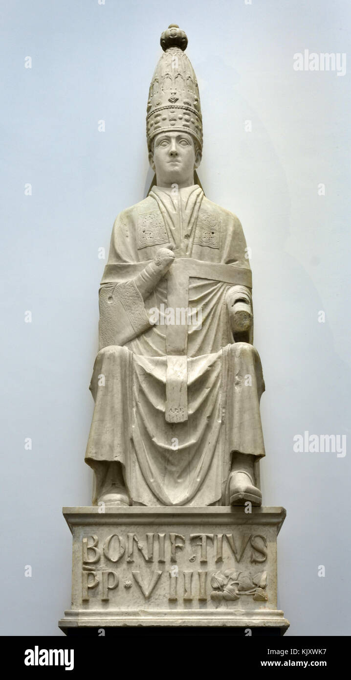 Monument Boniface VIII by Arnolfo di Cambio for the tomb of Bonifaz. Here the double tiara appears. circa 1298 Arnolfo - Stock Image