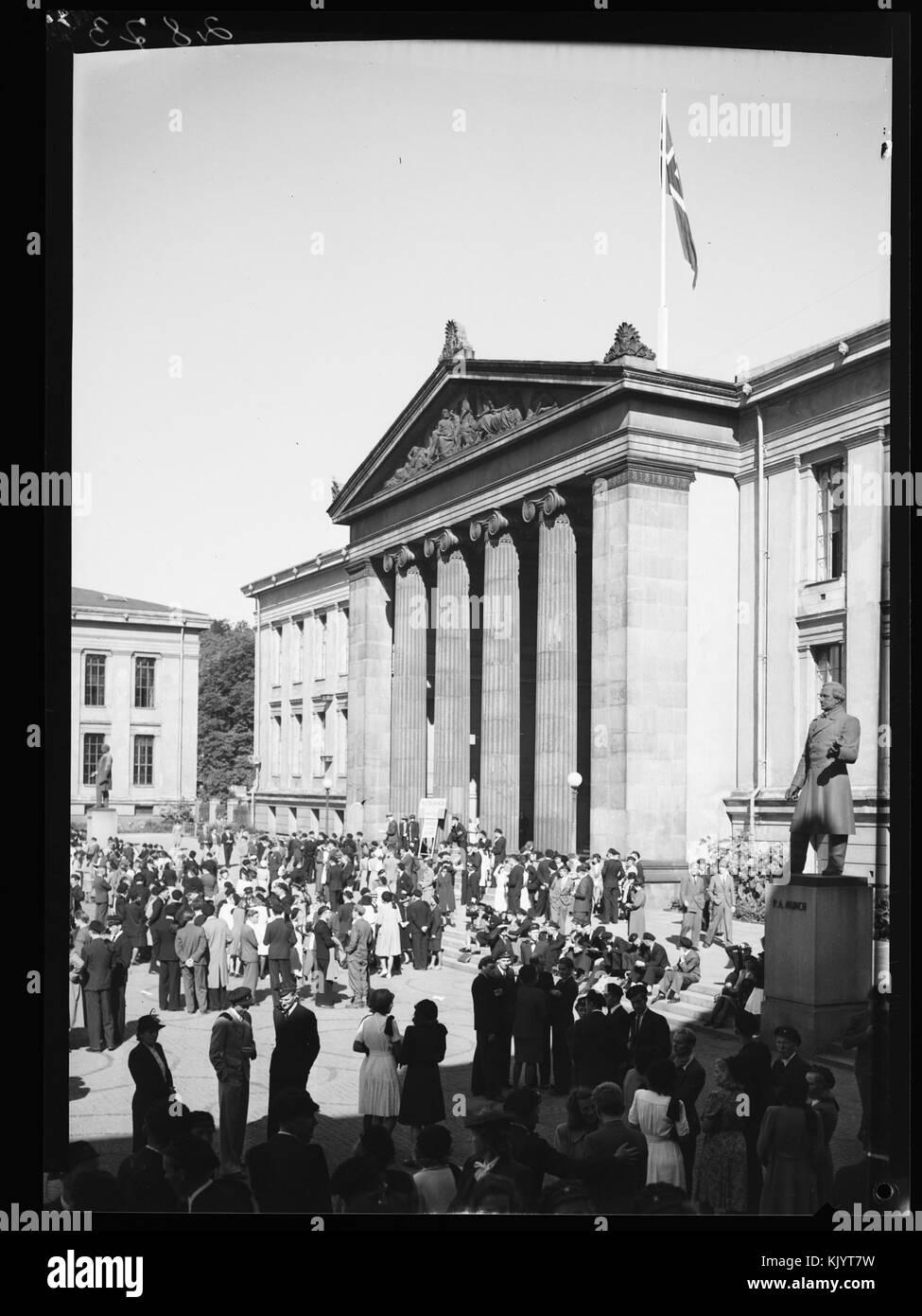 Universitetsplassen med statue av P.A. Munch.   no nb digifoto 20150326 00034 NB MIT FNR 02873 - Stock Image