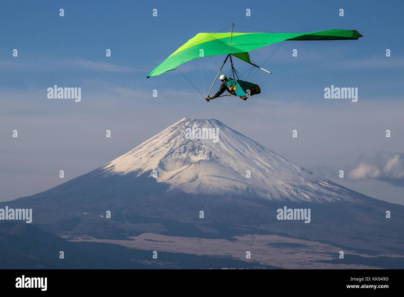 Mt Fuji Hang Gliding - One of the more popular spots for hang gliding is in the Izu Peninsula south of Mount Fuji, - Stock Image